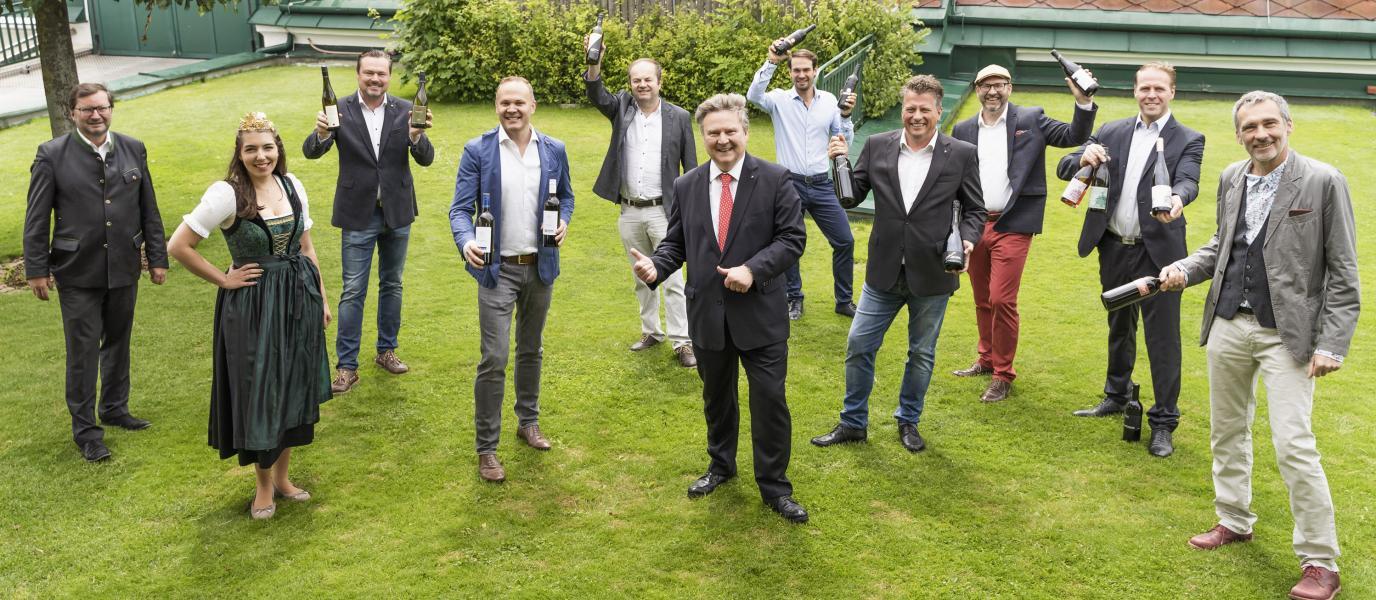 Gruppenbild der Weinpreis-Sieger
